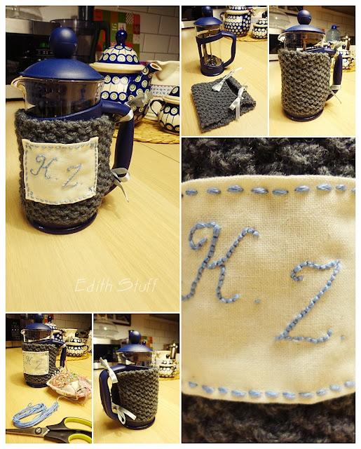 Cup cozy z haftowanymi inicjałami