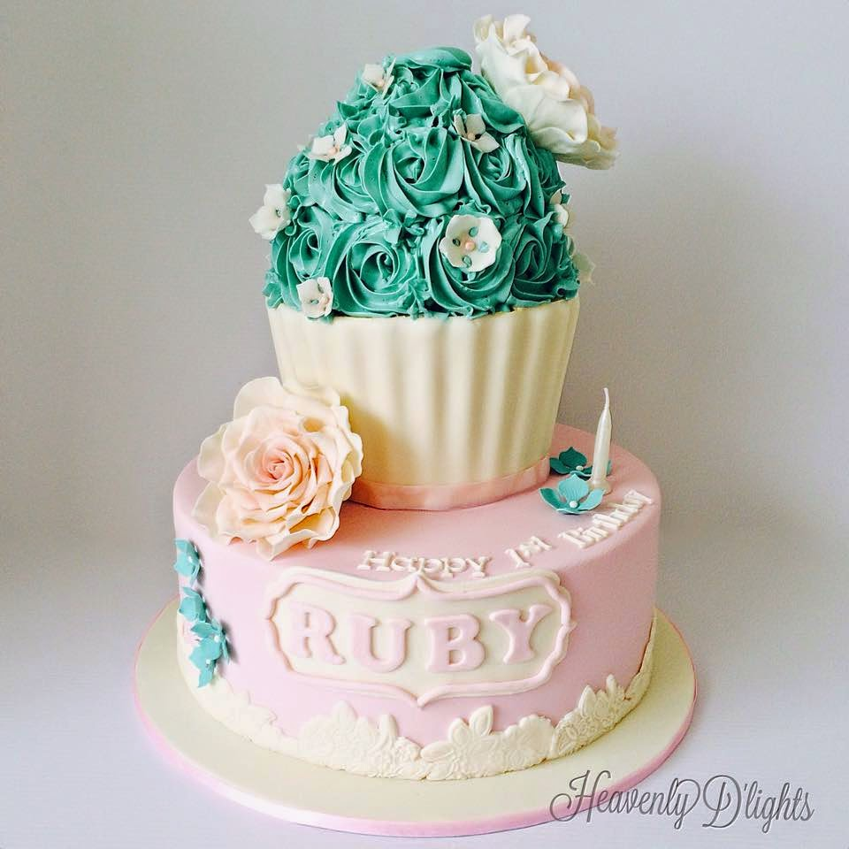 Heavenly Dlights Giant Cupcake For Rubys 1st Birthday