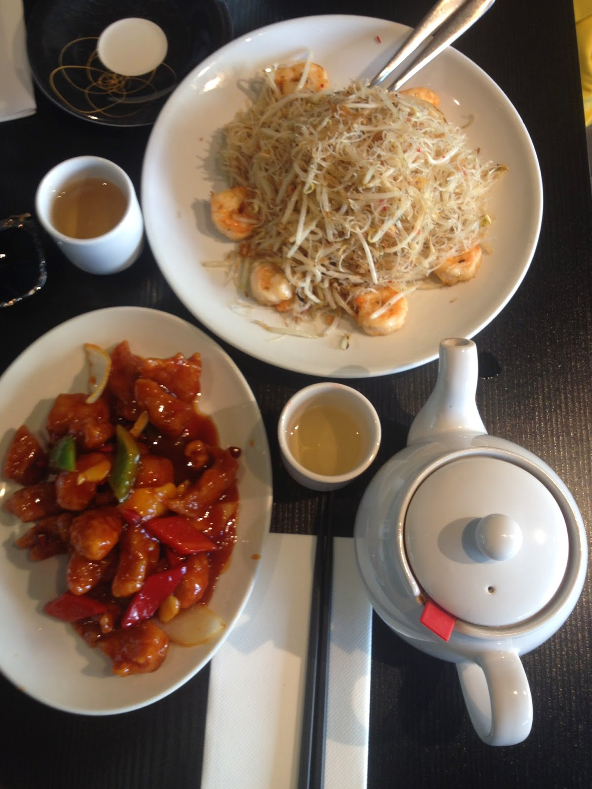 asian food, chinese food, sweet and sour chicken, green tea, noodles, noodles with scampi, lifestyle blogger, foodie