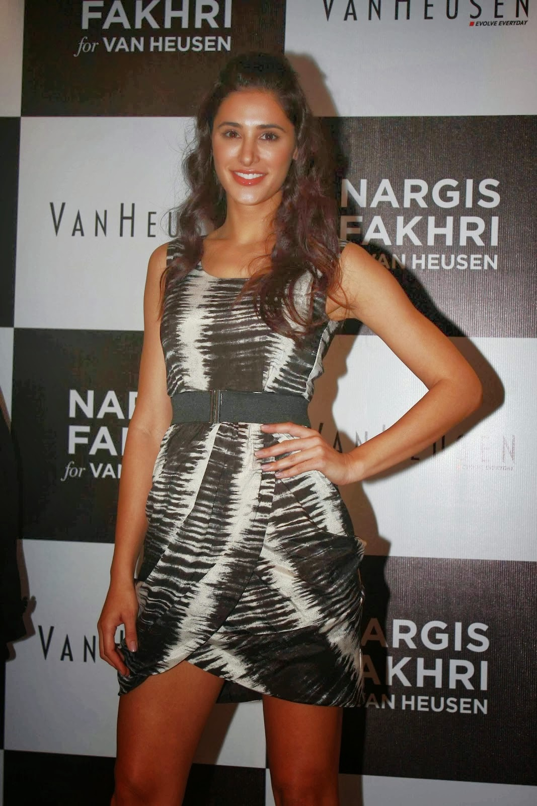 Nargis Fakhri Showcasing Her Long Sexy Legs Unseen Latest hd wallpapers
