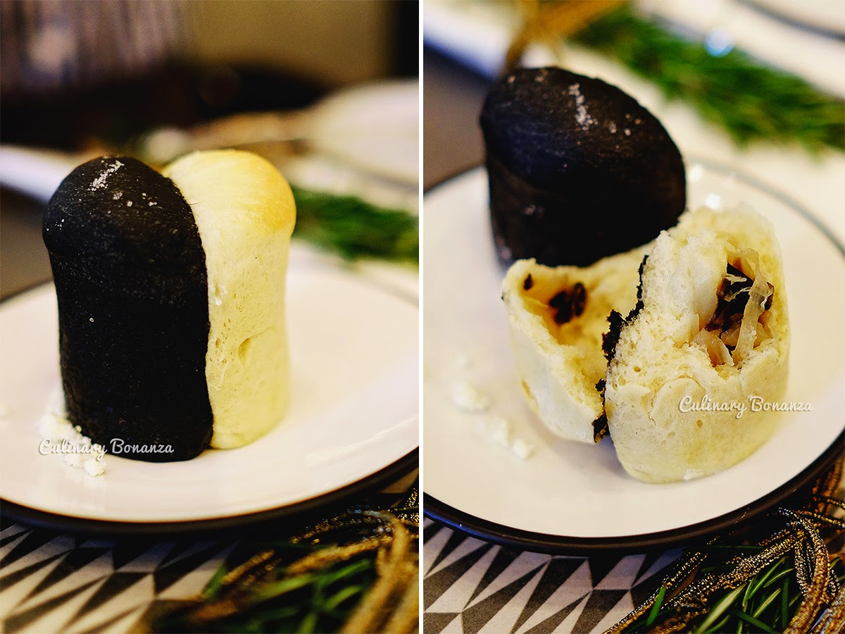 Complimentary black and white bun at GIA Italian Restaurant and Lounge Jakarta (source www.culinarybonanza.com)