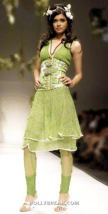 Diana Penty in punjabi green suit - (5) - Diana Penty Hot Pics - Model Ramp Walk Fashion Show