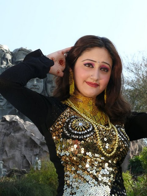 is a cute and marvelous actress, she is a new singer in Pashto music