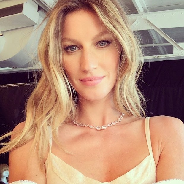 See photos of Gisele Bundchen backstage of jewelery campaign