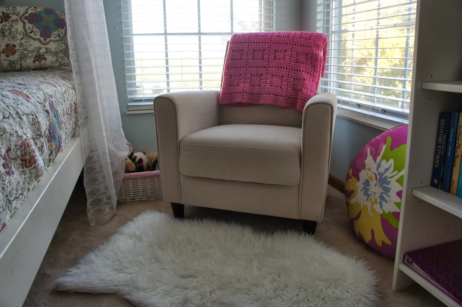 The modern housewife emma 39 s reading nook for Modern housewife