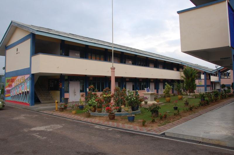 laluan ke pejabat sekolah pandangan hadapan kantin sekolah hadapan