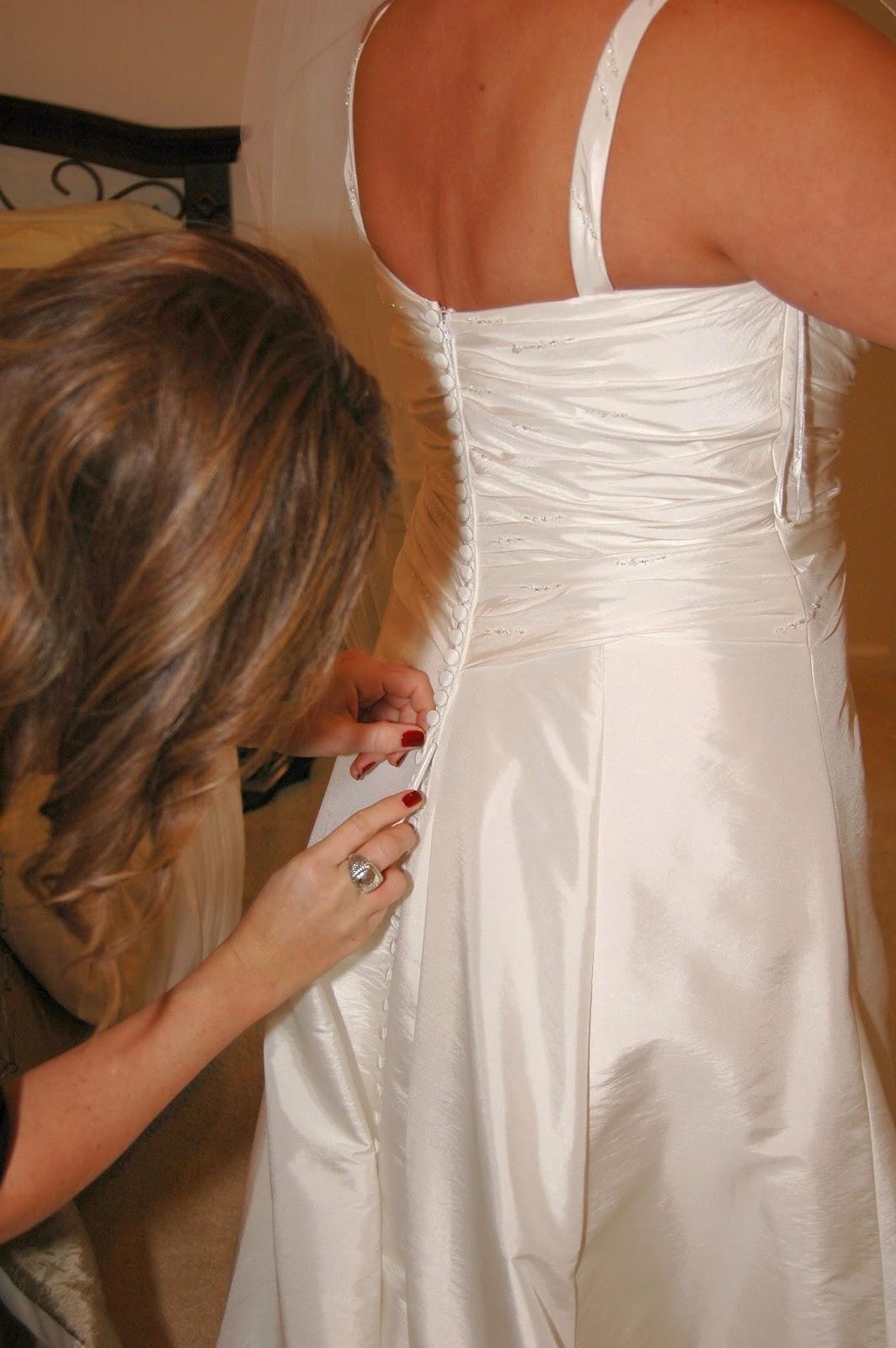 Quién Dijo Boda?: Cómo Abrochar los Botones del Vestido de Novia