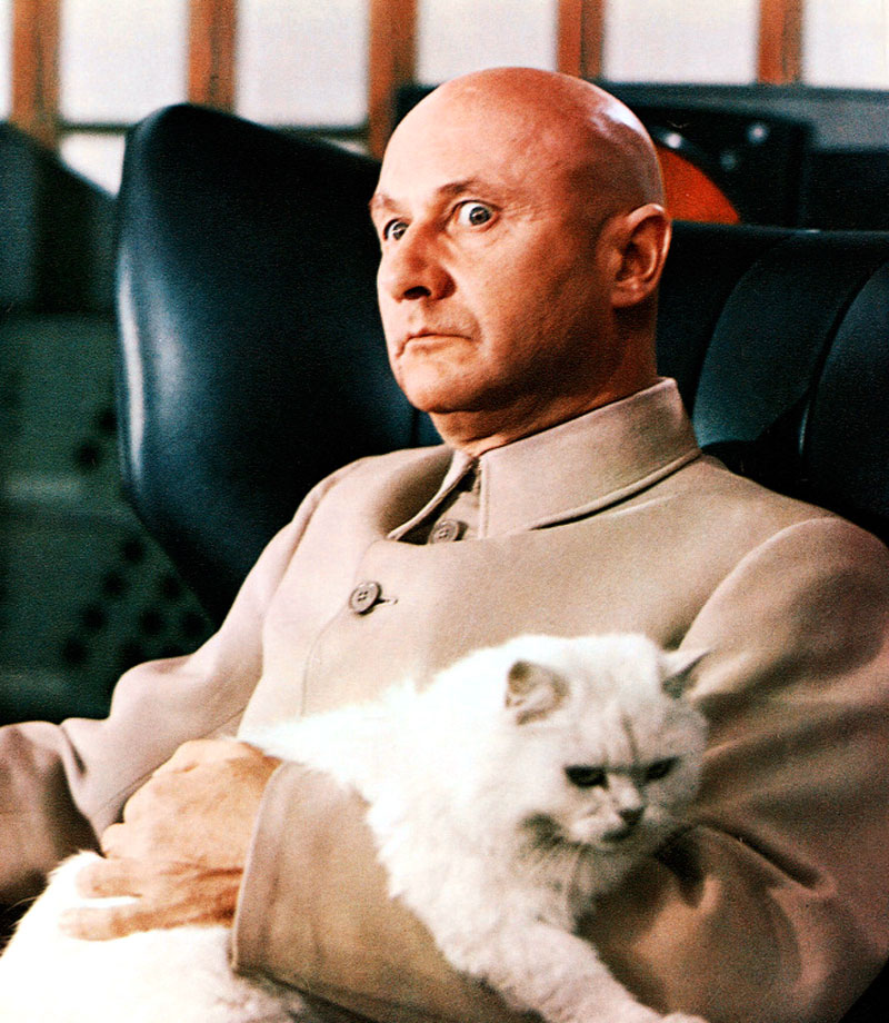 Grandes actores secundarios You-Only-Live-Twice-Donald_Pleasence_cat