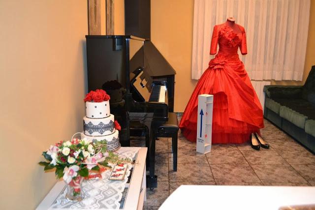 Tarta tres pisos Boda Rosas Rojas y encaje de azucar Sugarveil  sugar dreams  Gandia elegante fondant moderna sofisticada dia especial celebracion comunion aniversario oro plata
