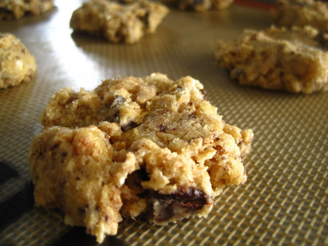 The Blue Cottage: Chocolate Chip and Walnut Oatmeal Cookies