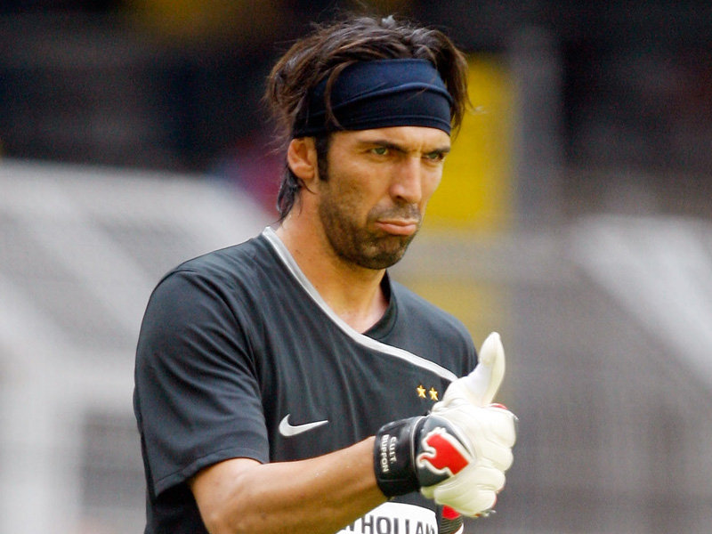 Buffon chưa quyết định tương lai ở Juventus