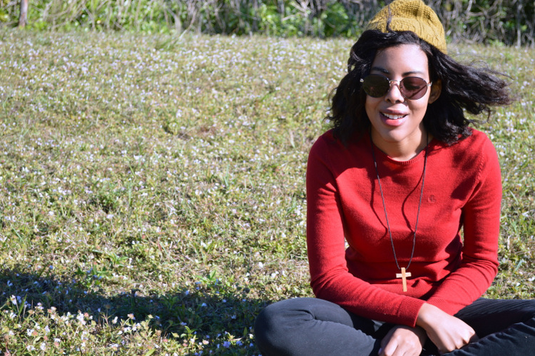 Fashion Blogger Anais Alexandre of Down to Stars in a vintage ralph lauren sweater, first kiss pants, vintage American Apparel sunglasses and Forever 21 beanie