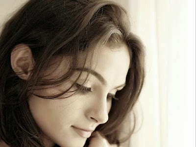 coogled actress andrea jeremiah hd picture collections