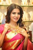 Samantha glamorous photos in saree-thumbnail-4