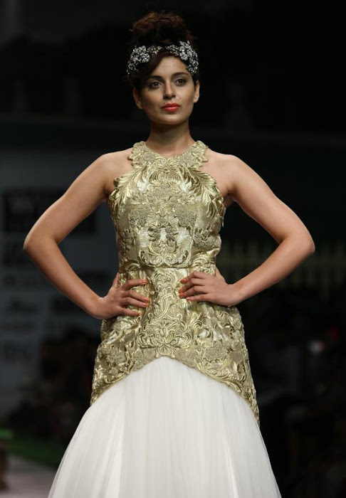 kangana ranaut walks at spring-summer 2012