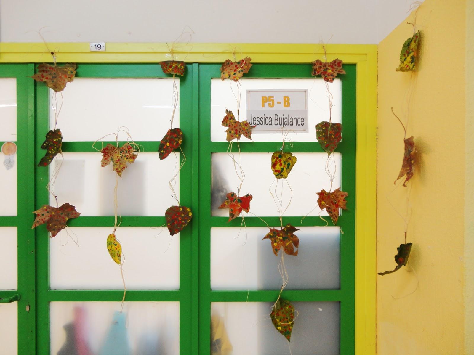 Qu hacemos hoy en el cole decoraci n de oto o for Decoracion puerta otono