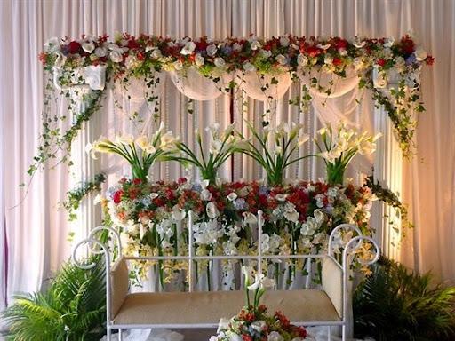 Model rangkaian bunga untuk dekorasi ruang pelaminan pengantin atau acara pernikahan 2017/2018