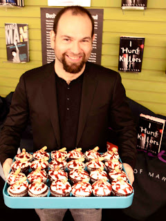 Barry Lyga I Hunt Killers booksigning Dexter YA Mysterious Galaxy cupcakes