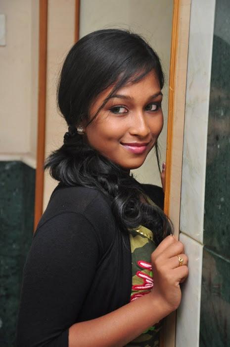 swathi narthagi actress pics