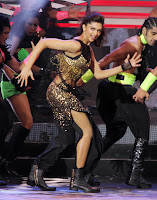 Deepika Padukone and Diya Mirza sizzling dance performence on stage at IIFA 2013 Awards