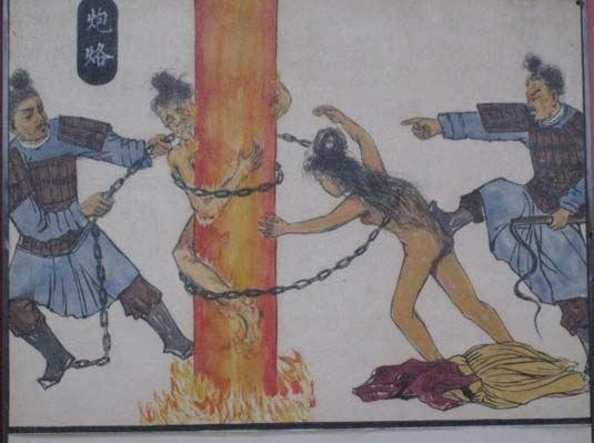 Hình phạt phụ nữ ngoại tình ghê sợ xưa và nay
