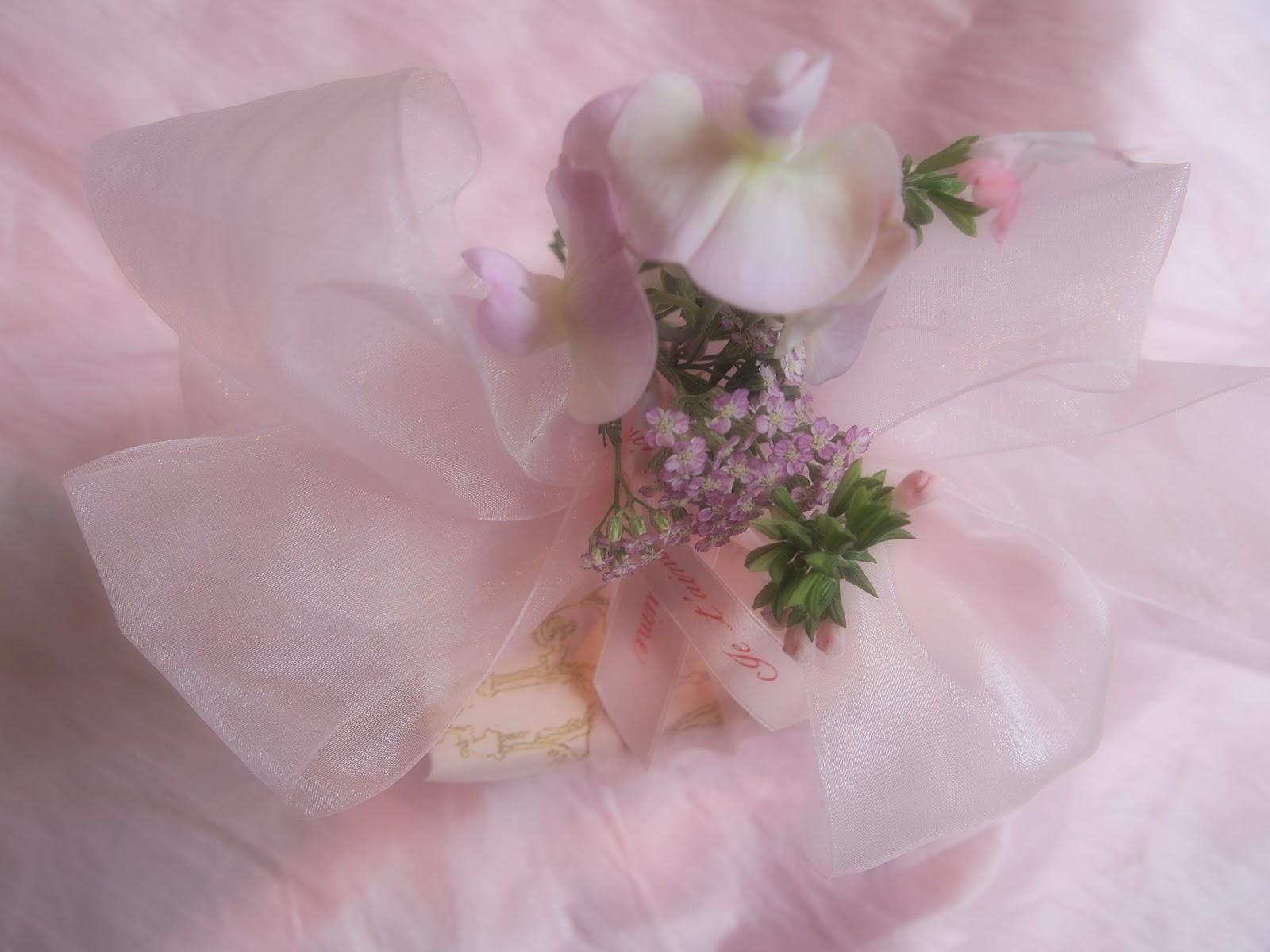 http://3.bp.blogspot.com/-w9rdVgAnmwY/T77ELiEd6kI/AAAAAAAAE9g/VHlawcyM5gE/s1600/gift+wrapping+024.jpg