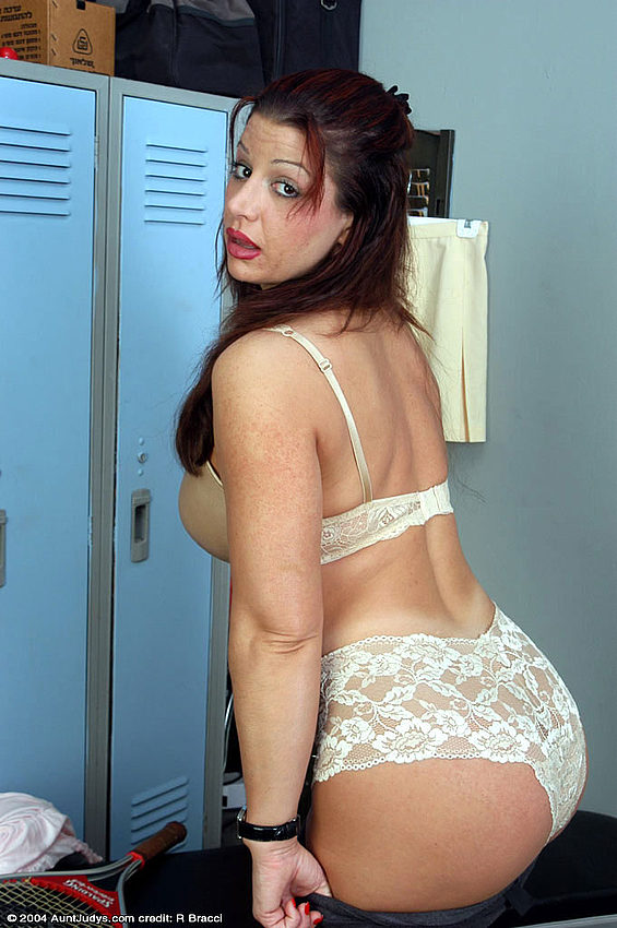 Смотреть порно на мобилу домаха зрелые мамочки 9 фотография