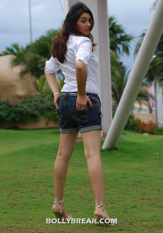 Hansika motwani hot back legs pic - (9) -  Hansika Motwani latest photo