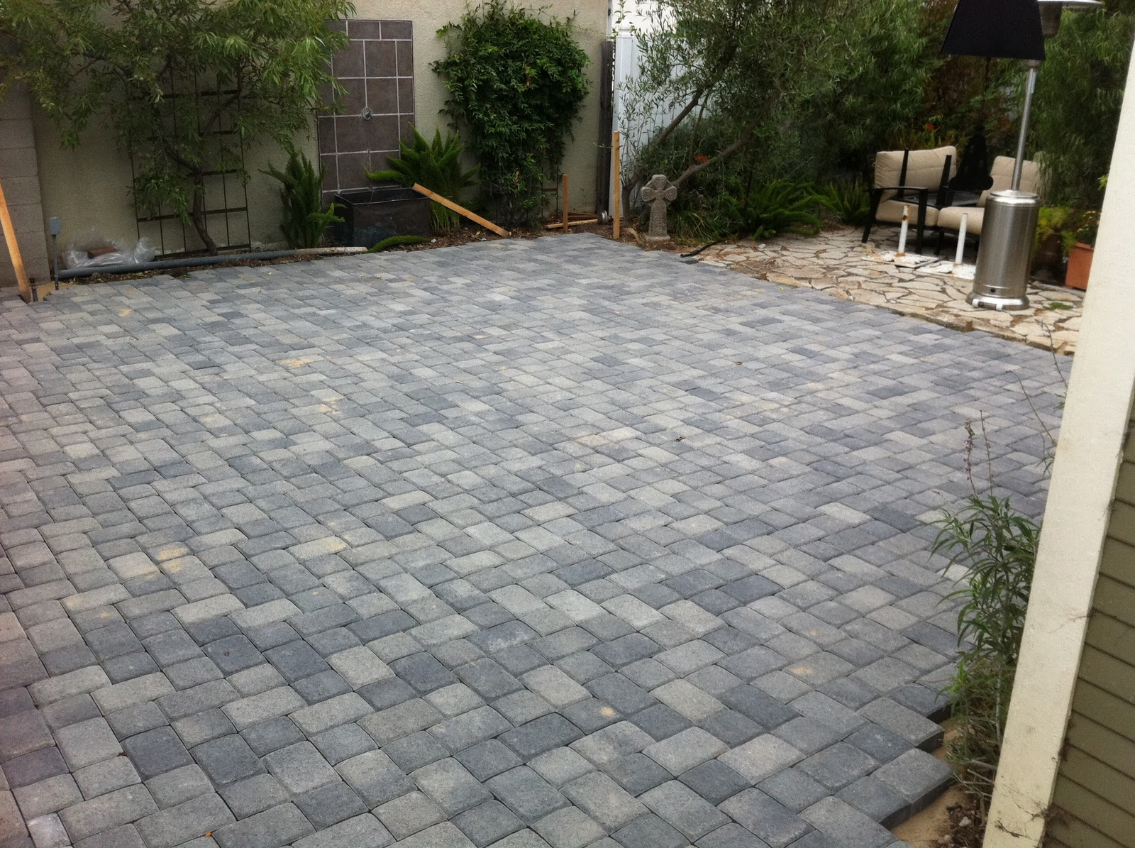 Large patio pavers patio design ideas for Paver patio ideas pictures