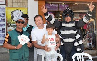 Parte da equipe de mobilização: os agentes de combate a endemias Augusto Pessoa, José Antonio Pereira e Elmar Duarte com o chefe do Controle de Zoonoses, Alessandro de Souza Vargas