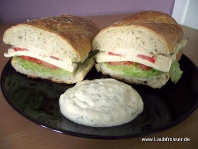 veganes Croque mit Knoblauchsauce