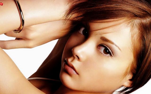 las pieles color oliva o morenas no necesitan mucho color en los labios si vas a salir de noche o quieres resaltar tu maquillaje