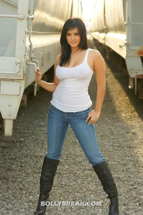 Sunny Leone Denim Jeans Long Leatther Boots - Sunny Leone in tight Jeans & Tank TOP
