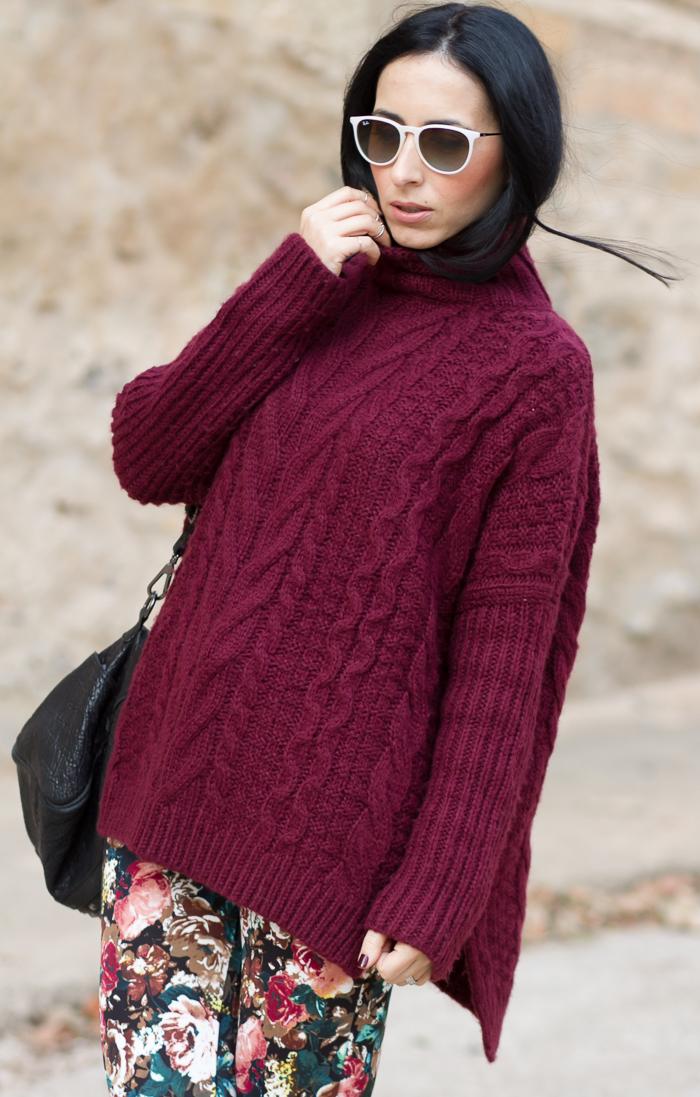 Outfit con jersey grueso de ochos de cuello alto color granate lana Tendencia Blogger moda y belleza Valenciana