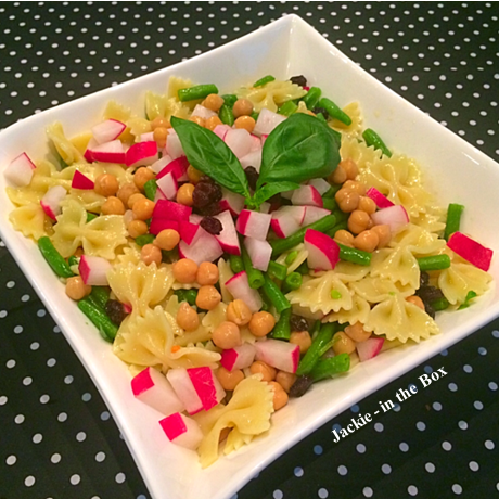 http://jackie-inthebox.blogspot.ch/2014/08/receita-summer-pasta-salad.html