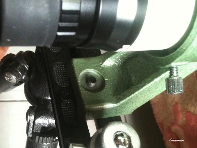 Pentax 7x35 CI-F正像尋星鏡(視野:實視界5.5度) 的尋星鏡座原本就有M6的牙,可以鎖在長板上,非常方便