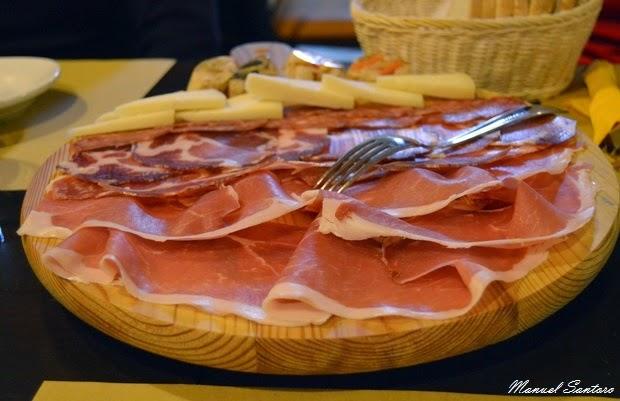 Guardia Vomano, Bar Ristorante Al Belvedere. Taglere di formaggi e salumi
