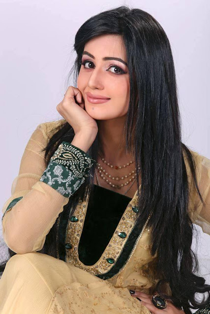 Beautiful Anum Fayyaz HD Wallpaper