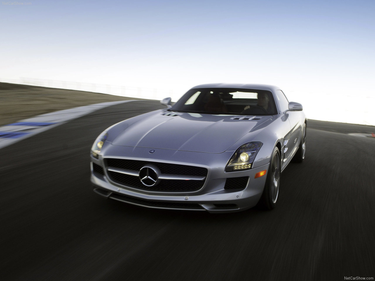 http://3.bp.blogspot.com/-wBtHGlaEbFo/TsZsmJvYNXI/AAAAAAAABN4/6PLR_Uh7emA/s1600/Mercedes-Benz-SLS_AMG+%25285%2529.jpg