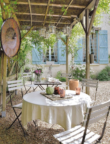 Gravel patio on pinterest pea gravel pea gravel patio for French country courtyard