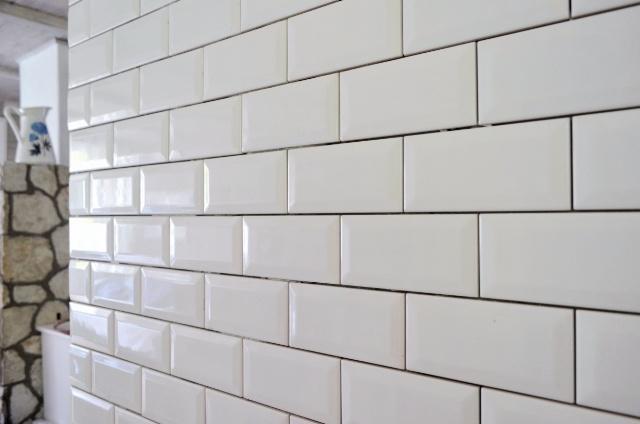 Białe Kafelki Cegiełki Porównanie Vives Mugat I Equipe