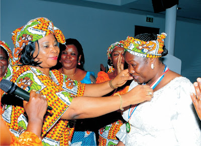 Gov's wife fetes groups, ors on Christmas