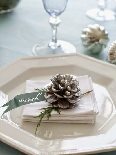 http://www.weddingomania.com/32-silver-and-white-winter-wedding-ideas/