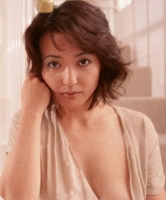 見つめる杉田かおるさん