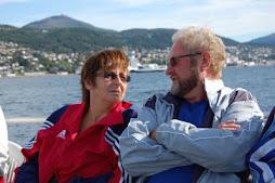 Trygve og Kari på veg til Hjertøya