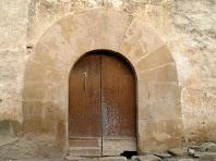 Detall del portal adovellat del mas Pujol