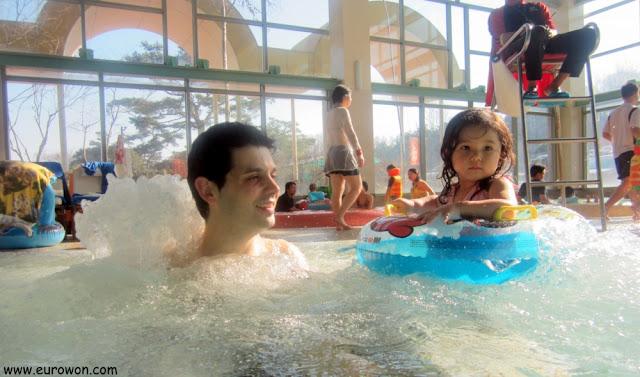 En el baño de burbujas del balneario Termeden de Corea
