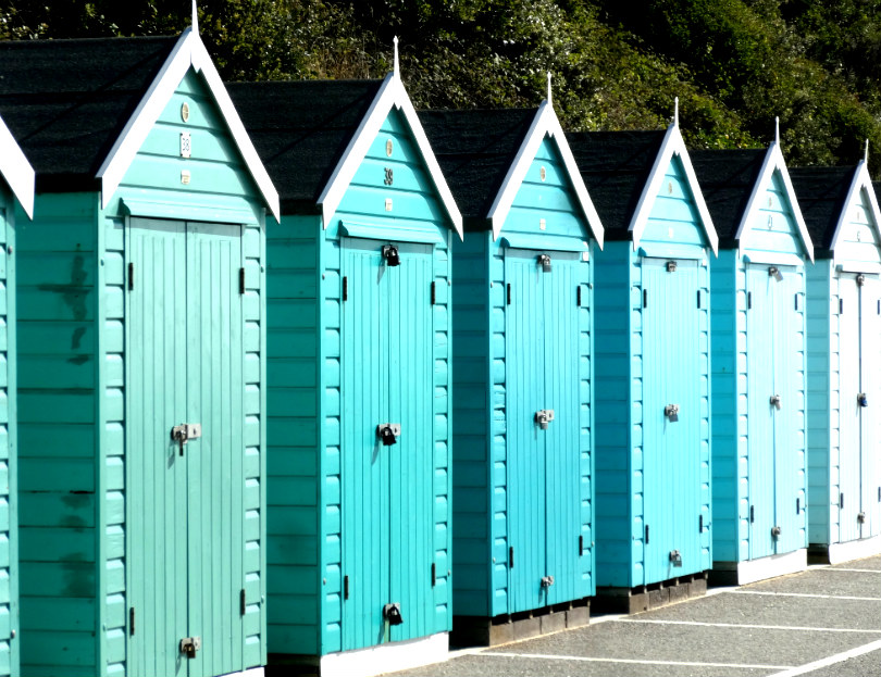 Colourful_Beachhuts_Bournemouth