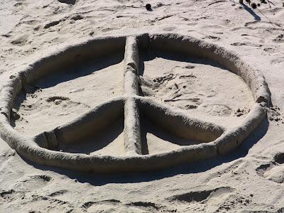 Foto Simbolo de la Paz en la arena