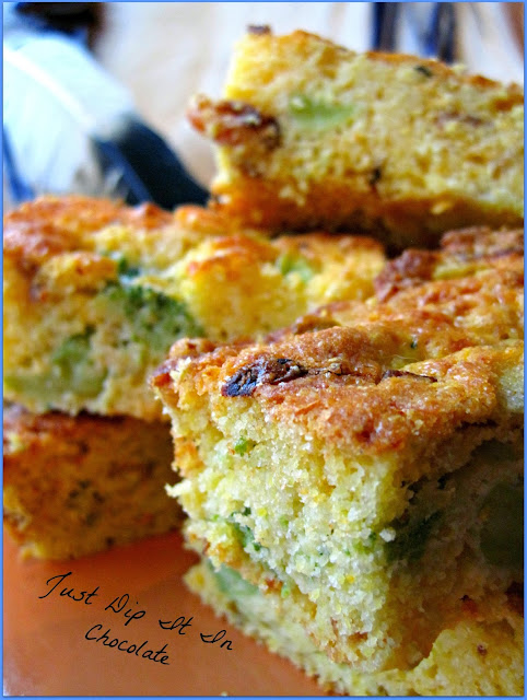 Bcon and Cheese Cornbread Recipe, they say everything is better with bacon and cheese and that is the case for sure with these savory cornbread, with a hint of chipotle this will be your go to recipe for this holiday season #cornbread #cornbreadrecipe Holidayfood